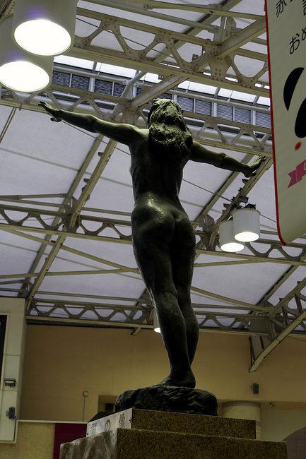 翼の像.jpg